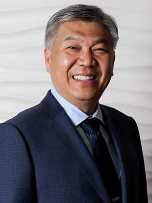 Innovative eye surgeon Dr. Dan Tran